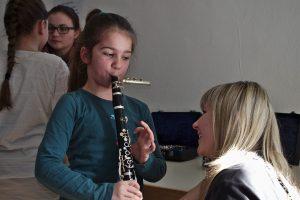 Auch die Ausbilder freuten sich über die Neugierder der kleinen Musikbegeisterten