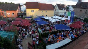 Der Dorfplatz in der Ortsmitte von Altenmittlau bei der Feier des Ortsjubiläums im vergangenen Jahr