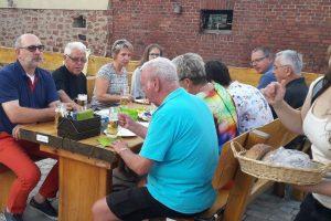 Herlferfest mit spontanem Picknick auf dem neuen Dorfplatz